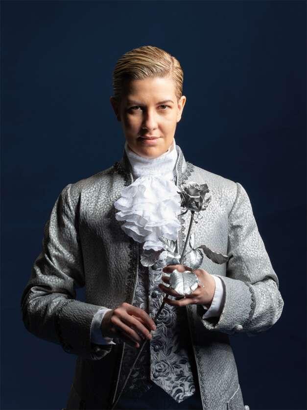 Emma Sventelius som Octavian